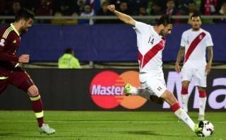 Así fue el gol más importante de Claudio Pizarro ante Venezuela