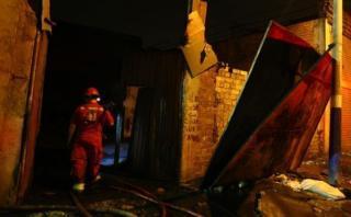 Chosica: incendio consumió un depósito de material de reciclaje