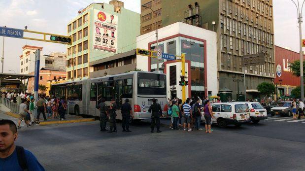 Metropolitano: bus se averió en la estación Colmena