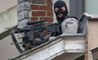 Bruselas: Cuatro policías heridos en redada antiterrorista