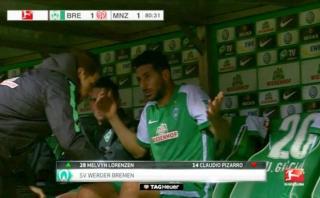 Claudio Pizarro mostró su molestia al ser sustituido en Bremen