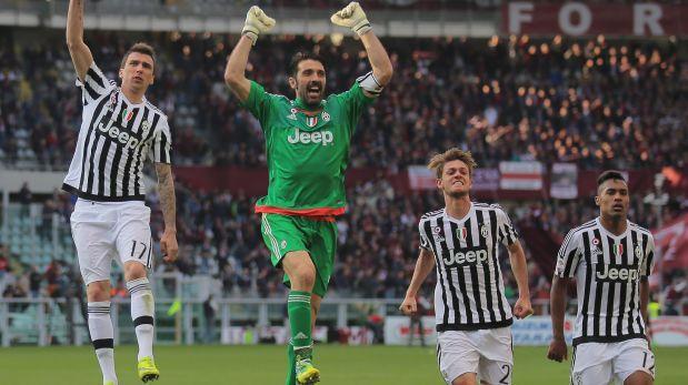 Buffon agradeció a cada uno de sus compañeros por su récord