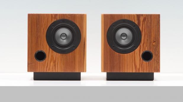 Sonido natural: Estos parlantes son hechos con madera reciclada