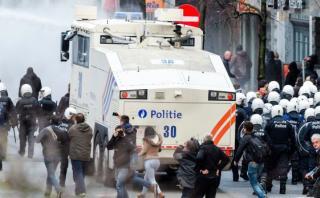 Bruselas: Policía dispersa a manifestantes con cañones de agua