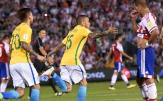 Brasil anotó a los 92' y empató 2-2 con Paraguay en Asunción