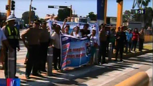 Metropolitano: padres de familia bloquean vía en Barranco