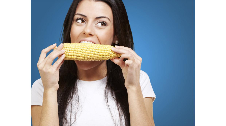 Un truco fácil para controlarte y comer menos, según la ciencia