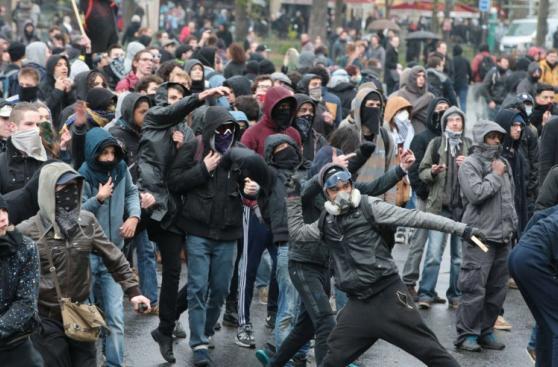 Miles protestan en Francia contra reformas laborales