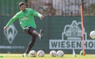 Claudio Pizarro retornó a las prácticas del Werder Bremen