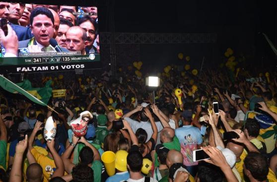 Impeachment: Opositores a Dilma explotan de alegría