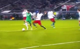 Claudio Pizarro fabricó y erró penal para el Werder Bremen