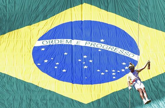 Brasil: Dilma enciende llama olímpica sin saber si se quedará