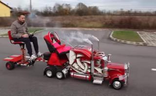 Un coche para bebé inspirado en un camión [VIDEO]