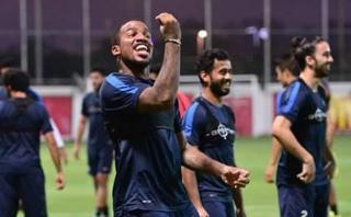 Jefferson Farfán retornó a los entrenamientos de Al Jazira