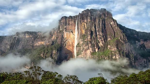 Un increíble recorrido por la catarata más alta del mundo