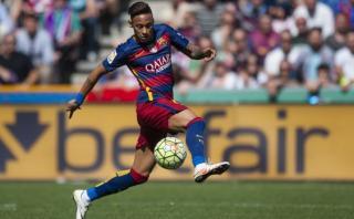 Neymar domina el balón como nadie en fútbol capoeira [VIDEO]