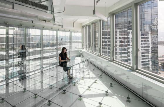 En esta oficina todo está hecho de vidrio