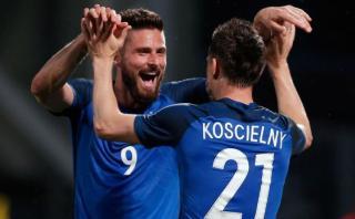Francia goleó 3-0 a Escocia con doblete de Olivier Giroud