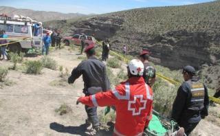 Puno: tres muertos tras caída de camioneta a abismo