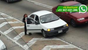 Vía Expresa: personas siguen bajando de taxis en plena pista
