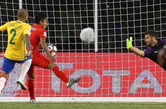 Debate caliente: ¿Hubo mano en el gol de Raúl Ruidíaz?
