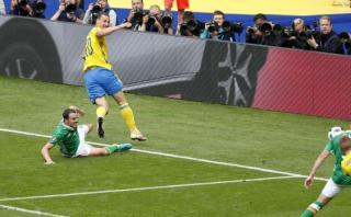 Zlatan Ibrahimovic generó este autogol en la Eurocopa 2016