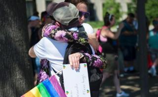 Musulmanes y LGTB se unen en Orlando tras la masacre