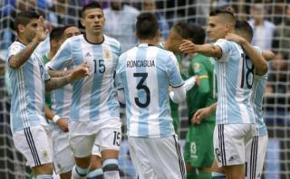 Argentina goleó 3-0 a Bolivia y clasificó primero en Grupo D