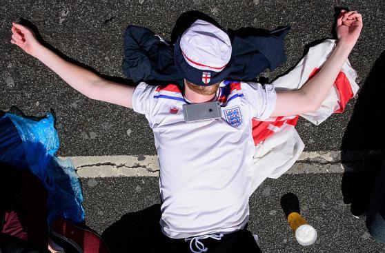 Inglaterra venció a Gales: locura inglesa en calles francesas