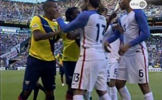 Valencia vio la roja por patada y Jones por zurdazo [VIDEO]