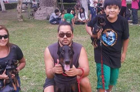Estos perros tienen papás muy humanos