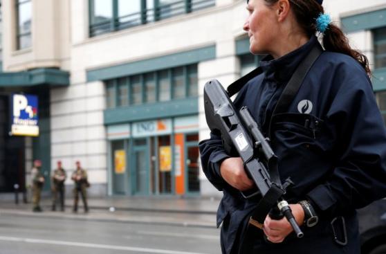 Hombre con falso cinturón explosivo desató alarma en Bruselas