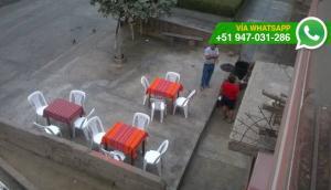 Restaurante hacen mal uso de la vía pública en SMP