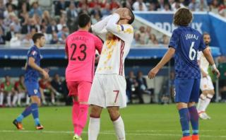España perdió 2-1 ante Croacia y chocará con Italia en octavos