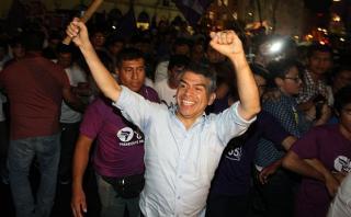 Julio Guzmán recolecta firmas para inscribir su propio partido