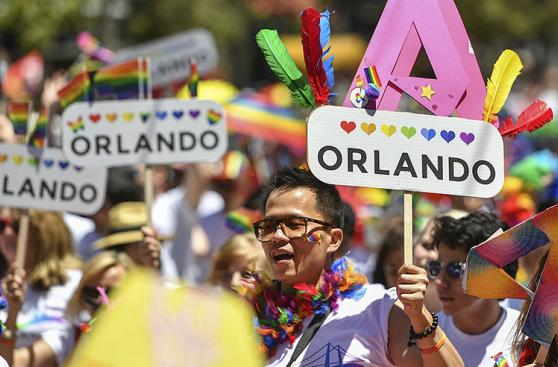 Estados Unidos: Recuerdan a víctimas de Orlando en desfiles gay