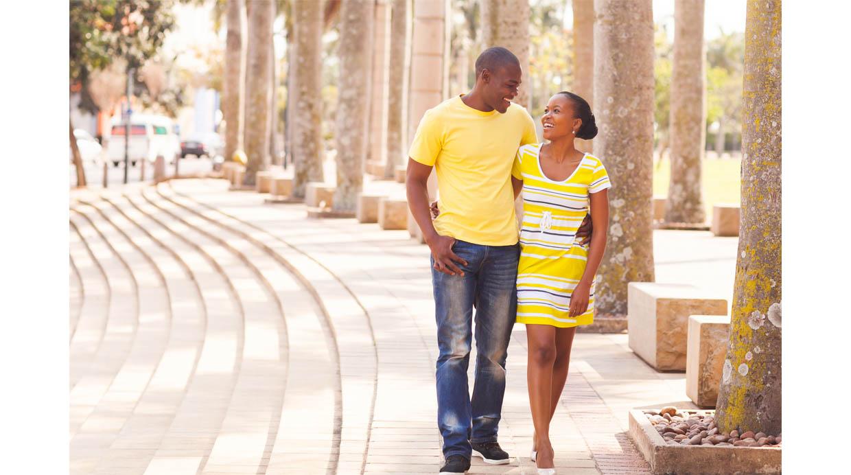 La señal que revela si un hombre está enamorado, según estudio