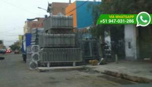 Callao: negocio almacena estructuras metálicas en vía pública