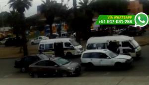 Comas: taxis colectivo generan caos en la avenida San Felipe