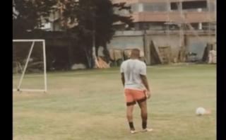 Farfán entrena tiros libres y grita sus goles en solitario
