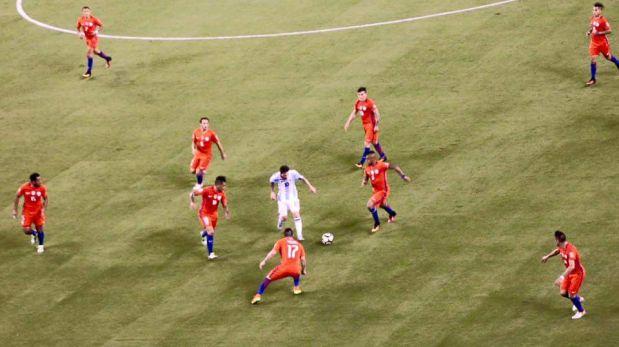 La verdad sobre la foto viral de Messi solo contra el mundo