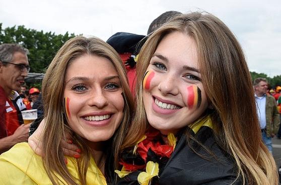 Gales vs. Bélgica: las bellezas, la fiesta y color en Lille