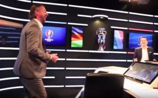 Ex futbolista alemán se burló del desastroso penal italiano
