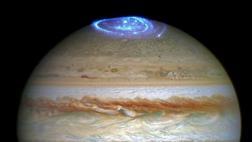El telescopio Hubble capta brillantes auroras en Júpiter