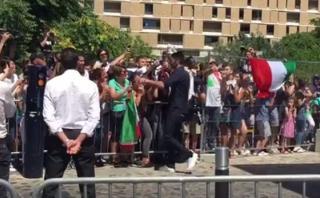 Buffon agradeció con abrazos a fans que lo apoyaron en Francia