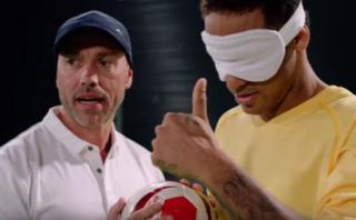 Neymar se vendó los ojos y cumplió reto ante equipo invidente