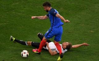 ¿Error de Giroud o gran cierre alemán? La jugada más comentada