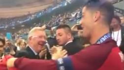 Cristiano Ronaldo y el emotivo abrazo con Alex Ferguson [VIDEO]
