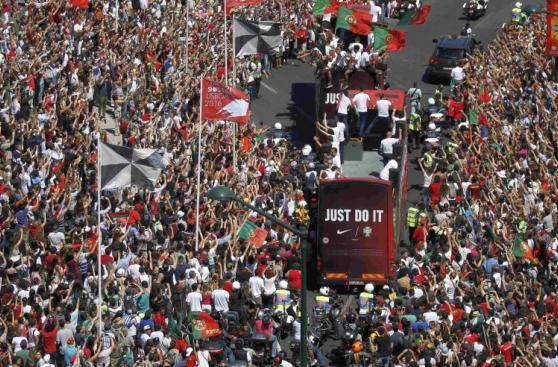 Portugal recibió a Cristiano Ronaldo y a los suyos como héroes