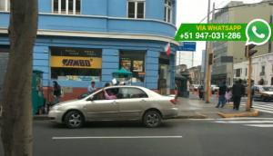 Taxis informales operan a expensas de policías